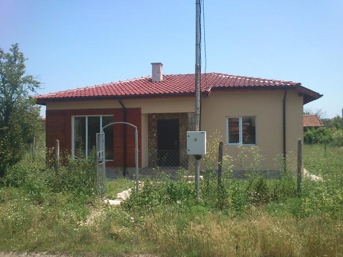 Продава къща в с. Тръстиково, обл. Бургас